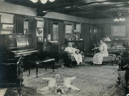 Roy and Emily Lanterman in the living room, c. 1917